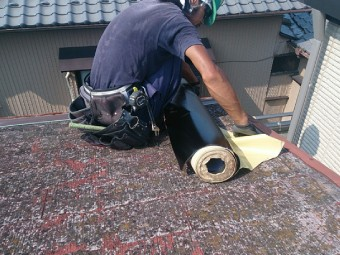 防水紙の敷設
