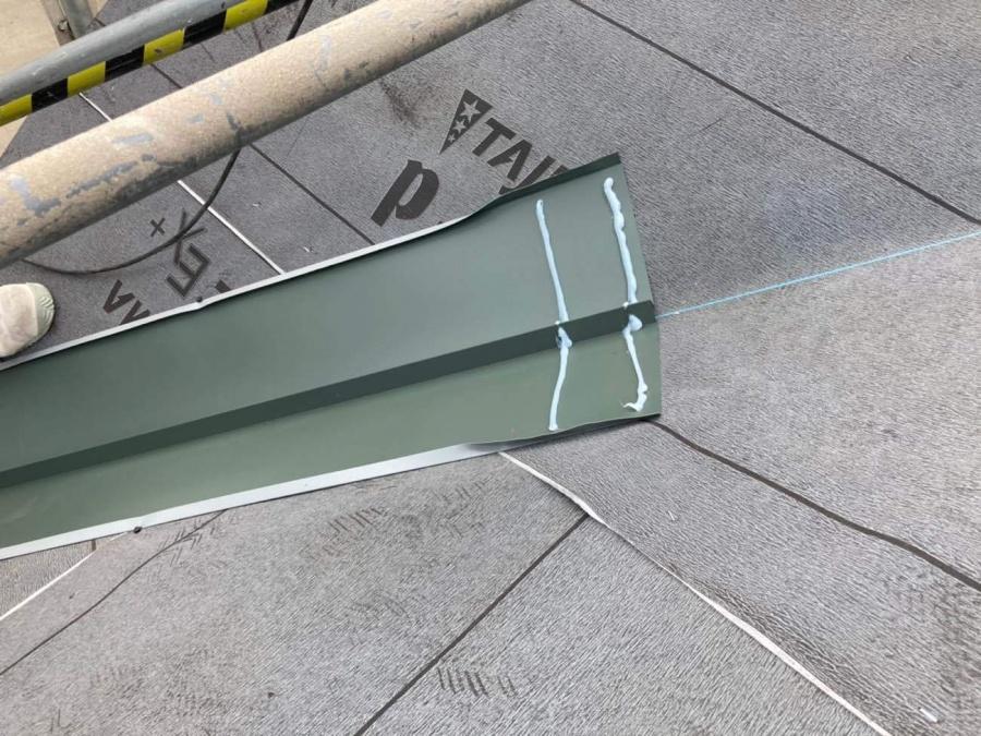 屋根葺き替え工事 谷板金