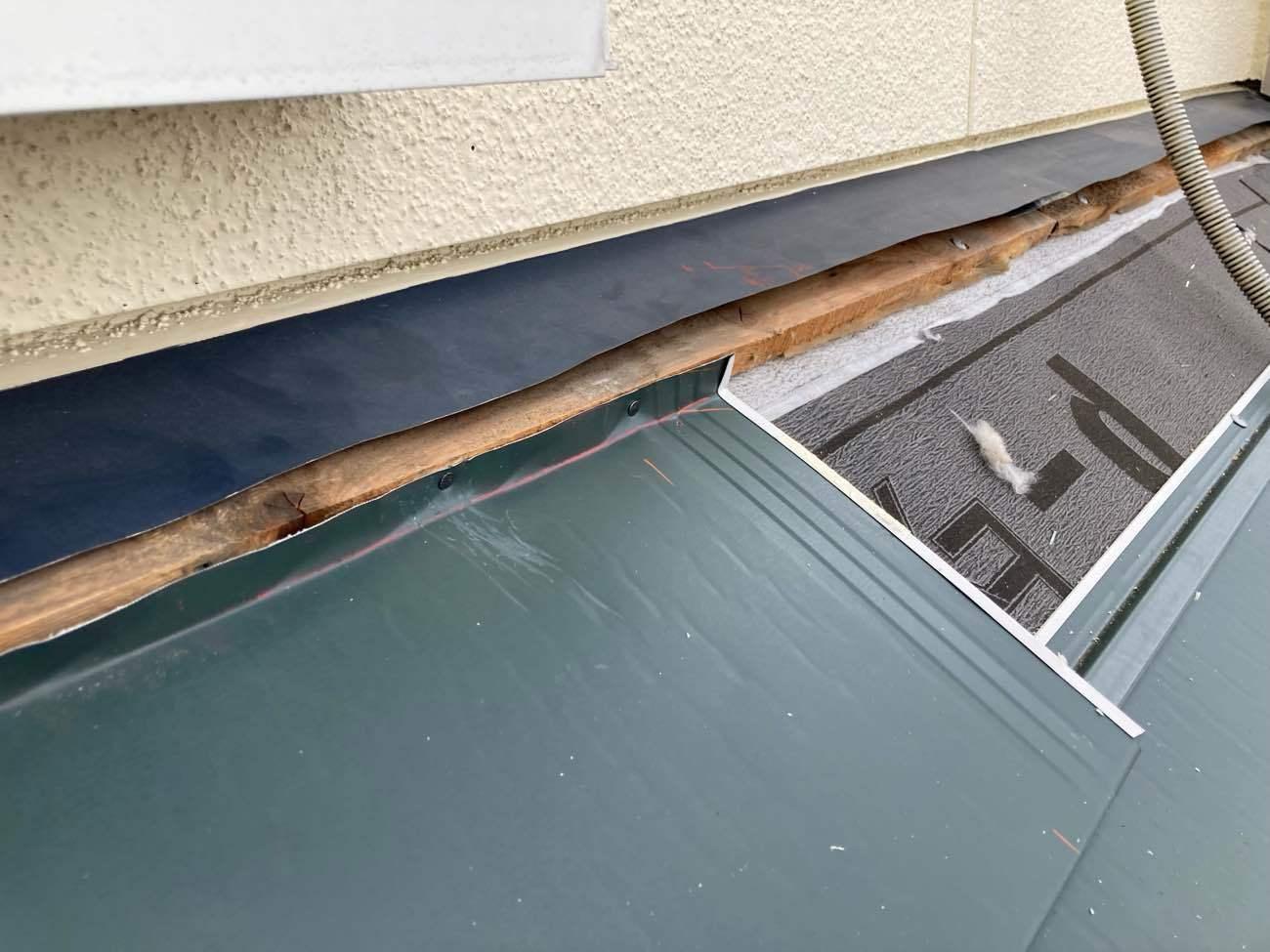 壁付近は雨漏りに繋がりやすいので、しっかりと対策を行います