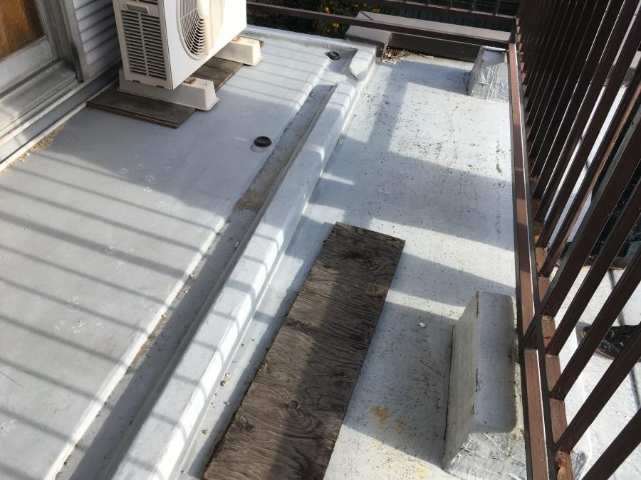 ベランダなどのウレタン防水、物を置いたままでの施工ではいけません|豊田市