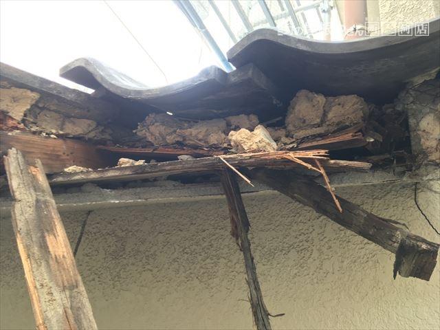 屋根崩れ 腐食による下地の劣化
