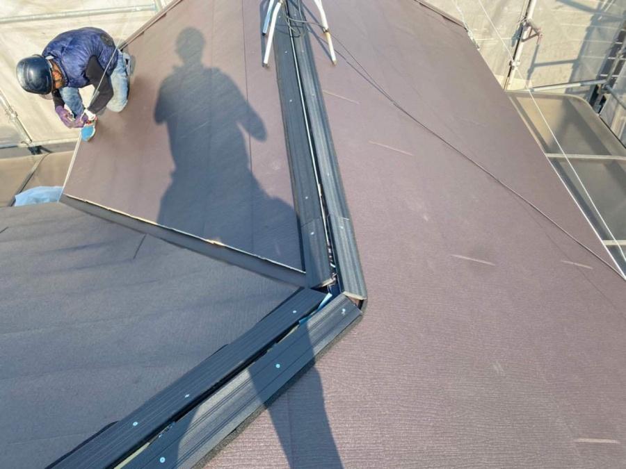 屋根カバー工事 人工木設置