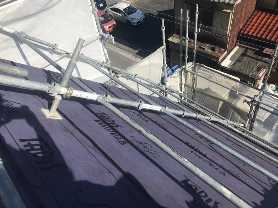岡崎市で屋根の重ね葺き工事スタート!